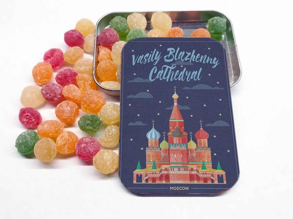 Карамель «монпансье» в коробочке с иллюстрацией Москвы «Собор Василия Блаженного»