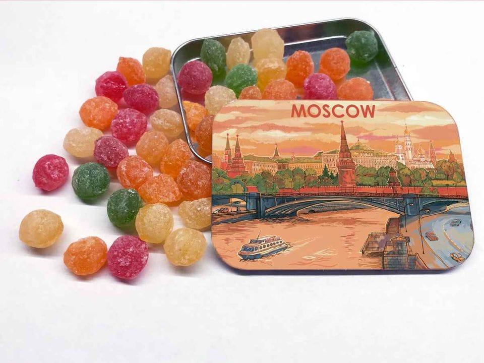 Карамель «монпансье» в коробочке с иллюстрацией Москвы «Панорама»