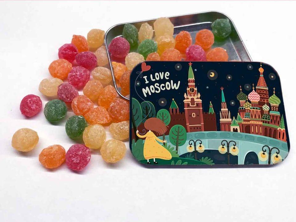 Карамель «монпансье» в коробочке с иллюстрацией Москвы «Панорама Зарядья»