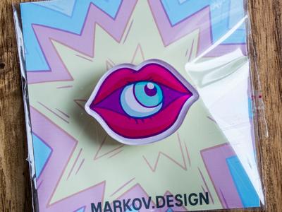 Брошь из оргстекла с яркой печатью «Губы» от MARKOV design в анимированном стиле