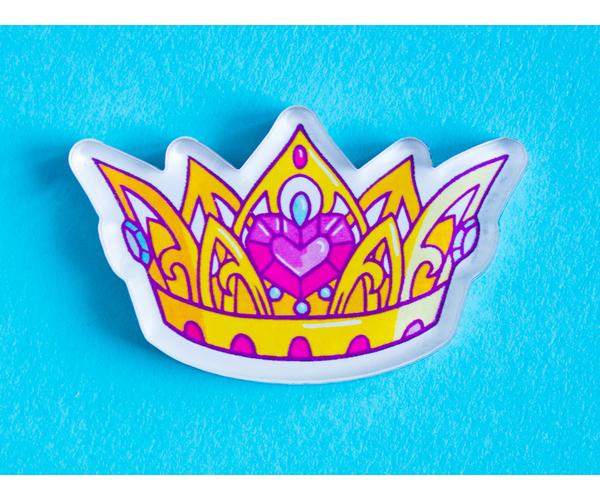 Брошка из оргстекла с яркой печатью «Корона» от MARKOV design в анимированном стиле