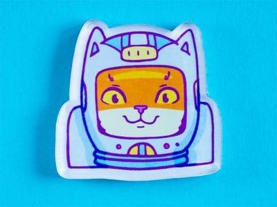 Брошь из оргстекла с яркой печатью «Кот космонавт» от MARKOV design в анимированном стиле