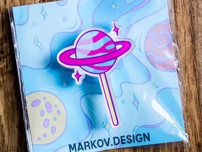 Брошка с яркой печатью «Леденец» от MARKOV design в анимированном стиле