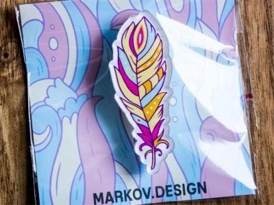 Брошка с яркой печатью «Перо» от MARKOV design в анимированном стиле