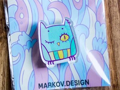 Брошь с яркой печатью «Сова» от MARKOV design в анимированном стиле