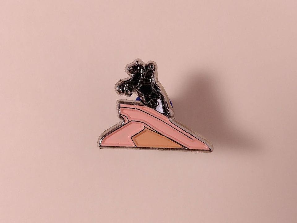 Металлический значок с изображением «Медный всадник»