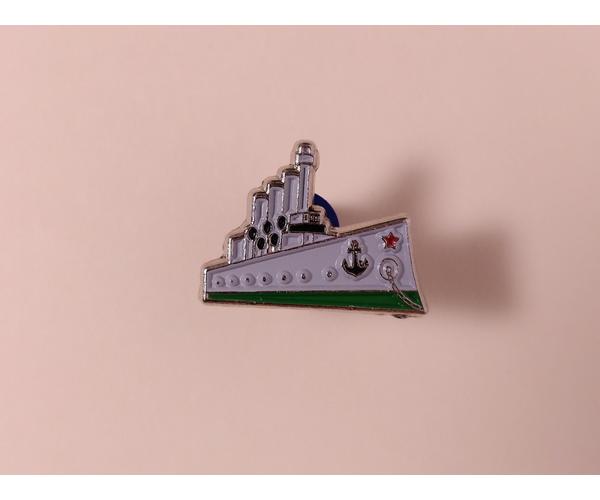 Металлический значок с изображением «крейсер Аврора»