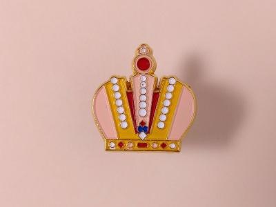 Значок металлический с эмалью «Корона»