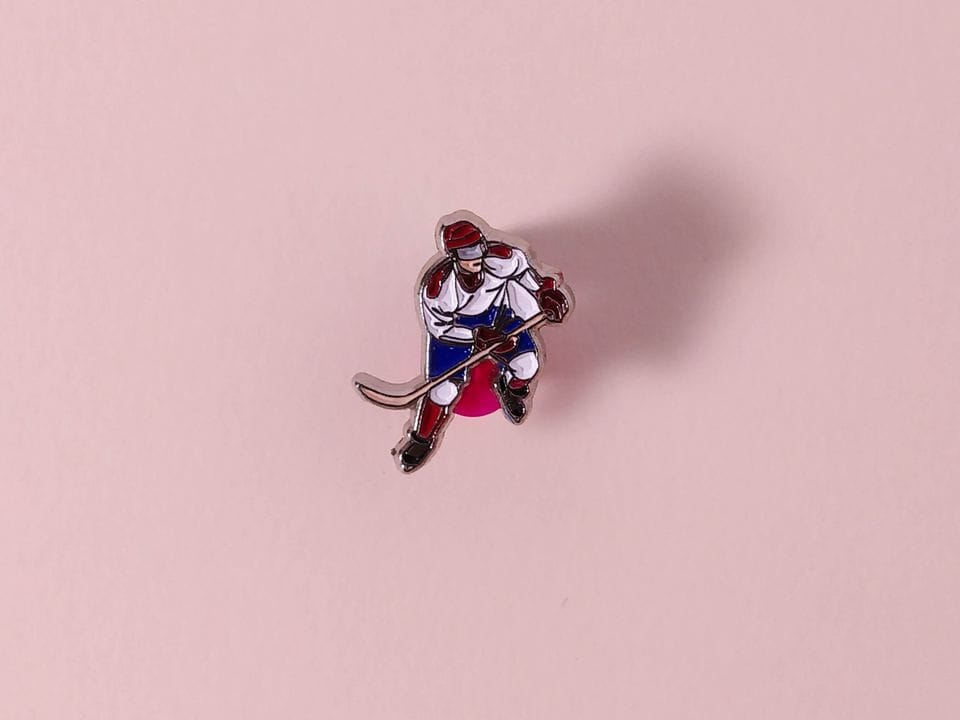 Металлический значок с изображением «Хоккеист»