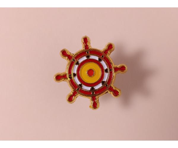 Металлический значок с изображением «Штурвал»