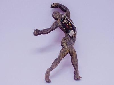 Брошь из дерева ручная покраска «Танцующий» от Билла Трейлора хэндмэйд