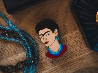 Брошь «Портрет Фриды Кало», Брошечная им. Билла Трейлора