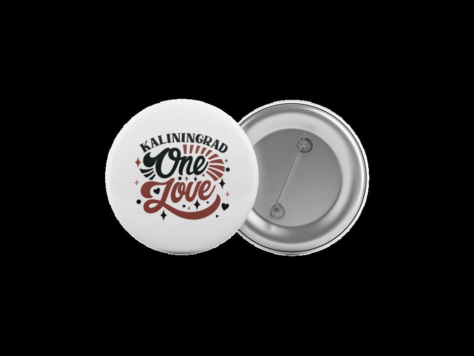 Круглый значок из металла с надписью «Kaliningrad One love»