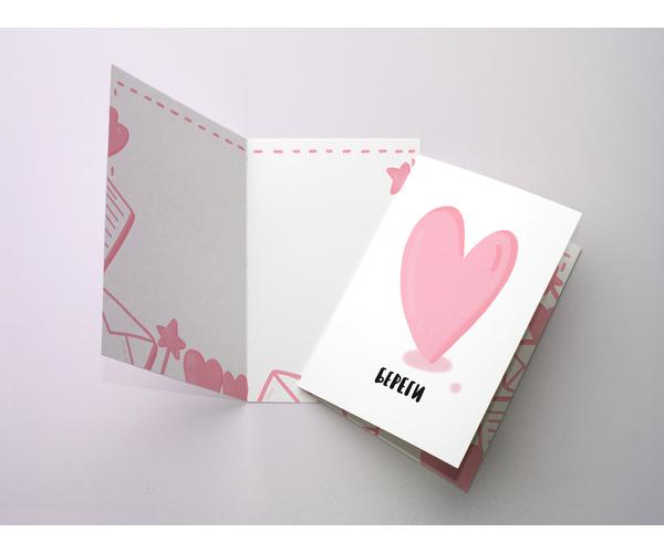 Поздравительная открытка сердце с цветным разворотом и покрытием софт тач, с иллюстрацией нежного сердца розового цвета.