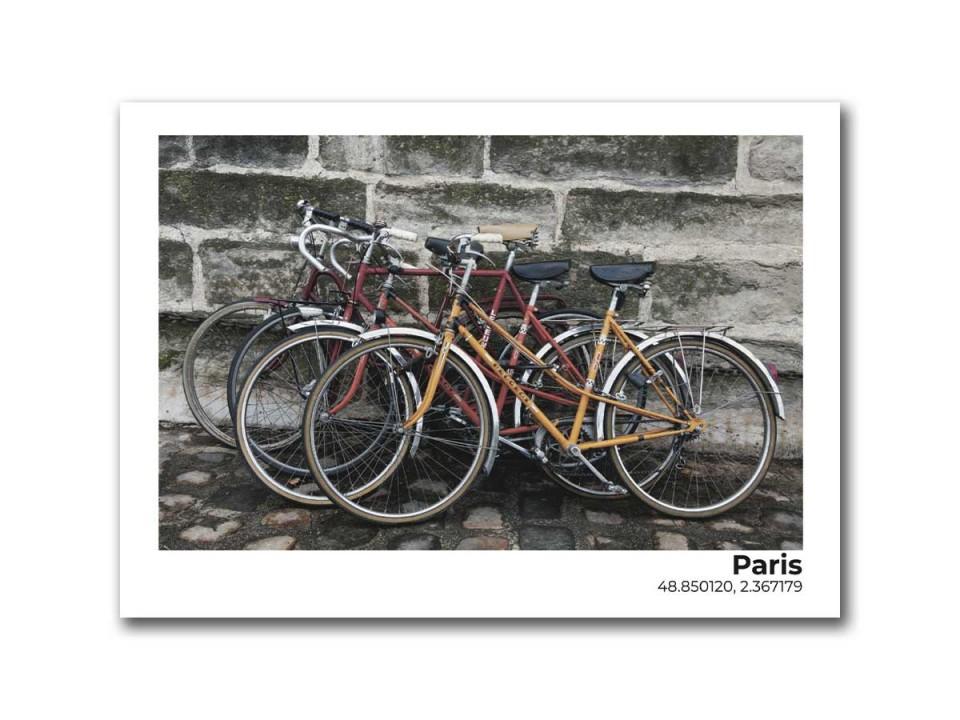 Авторская фото открытка стоянка велосипедов