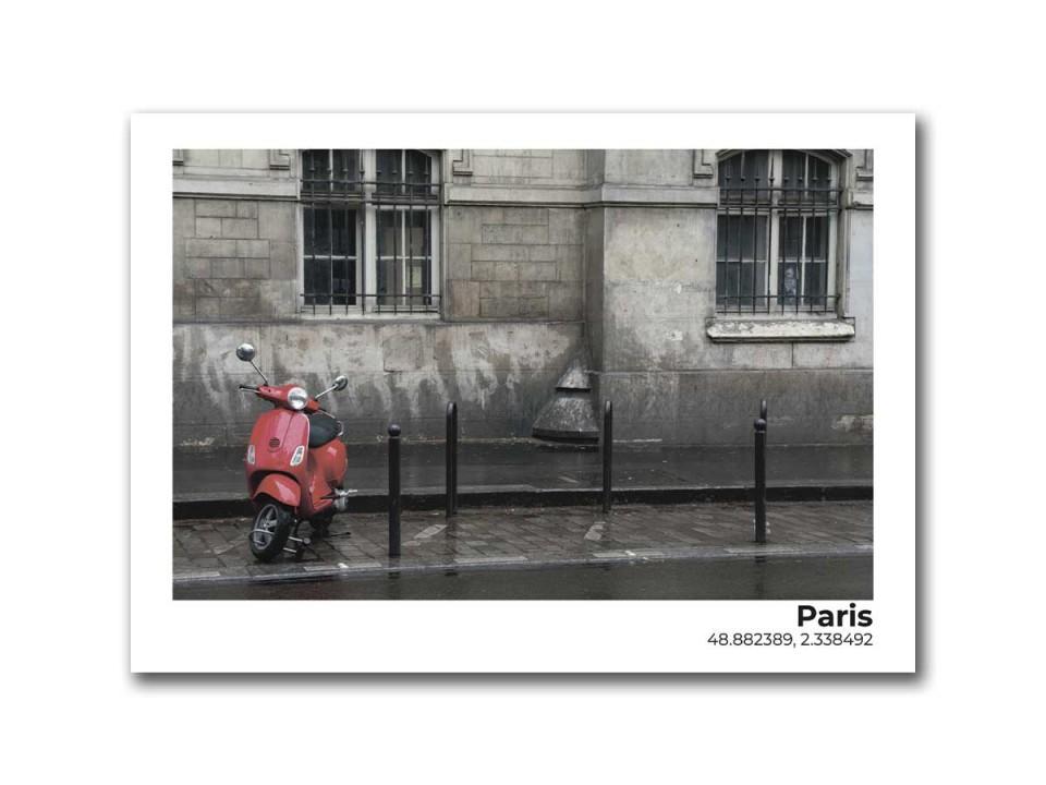 Авторская фото открытка Красный мопед