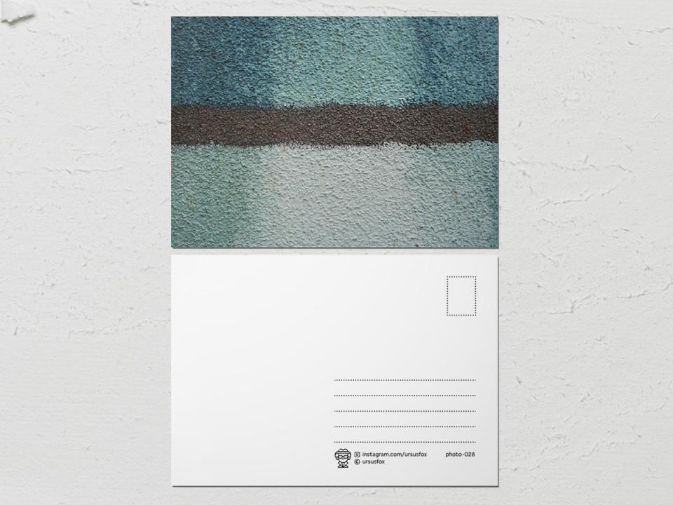 Авторская фото открытка «Краски на стенах», стена цвета морской волны
