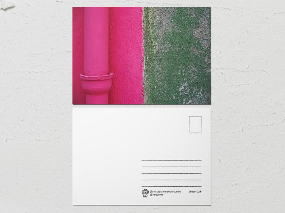 Авторская фото открытка «Краски на стенах», розово зеленая стена