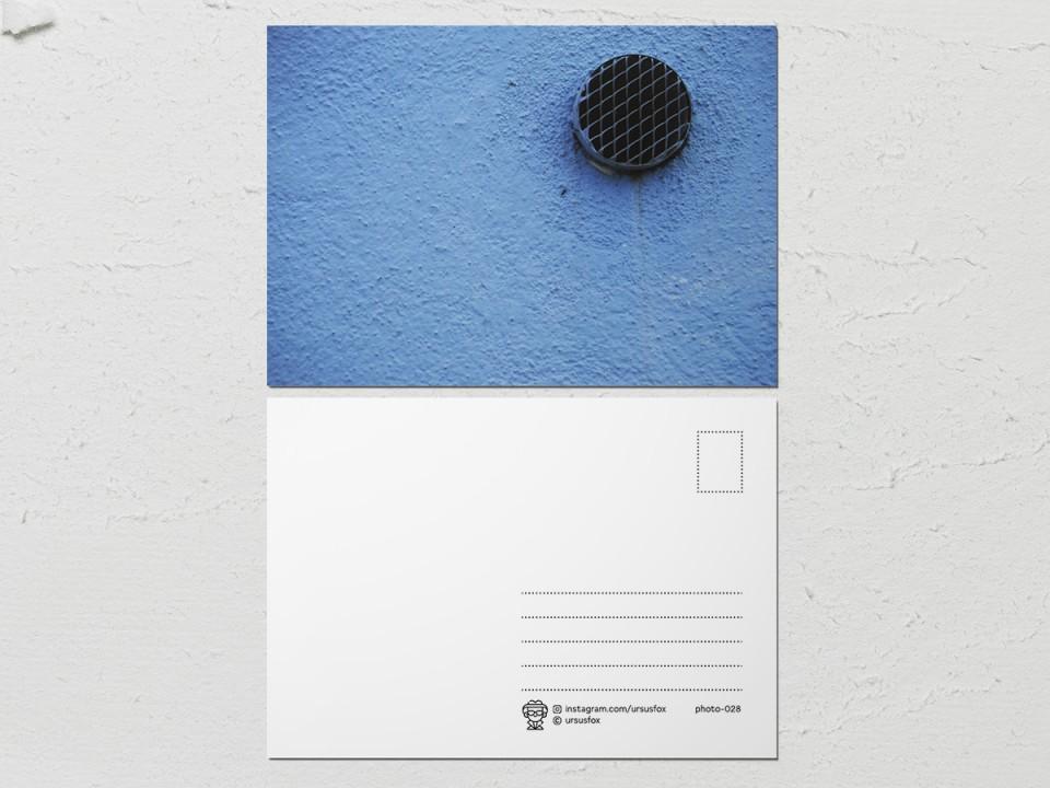 Авторская фото открытка «Краски на стенах», голубая стена