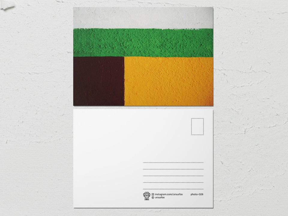 Авторская фото открытка «Краски на стенах», бело-зеленая, желто-коричневая стена