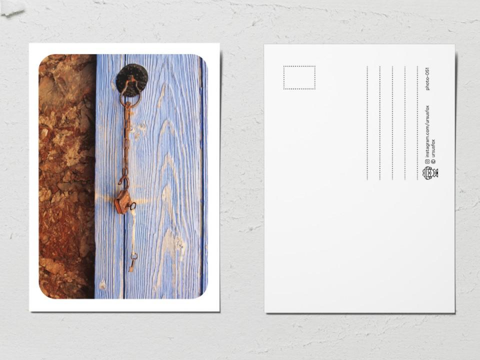 Авторская фото открытка «Двери мира», голубая дверь с замком
