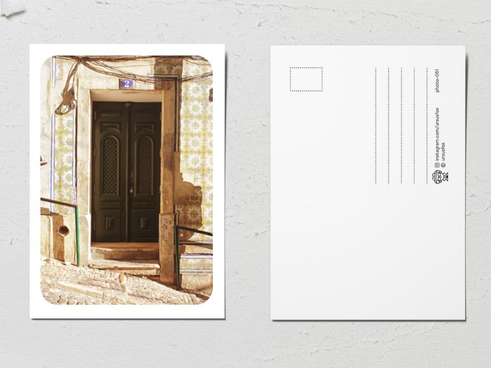 Авторская фото открытка «Двери мира», коричневая дверь