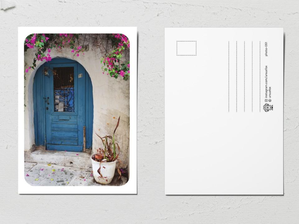 Авторская фото открытка «Двери мира», старая синяя дверь
