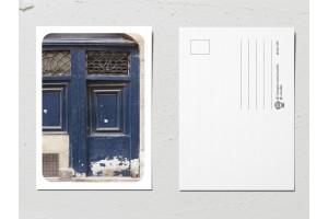 """Открытка «Двери мира», старая темно-синяя дверь """"М"""""""