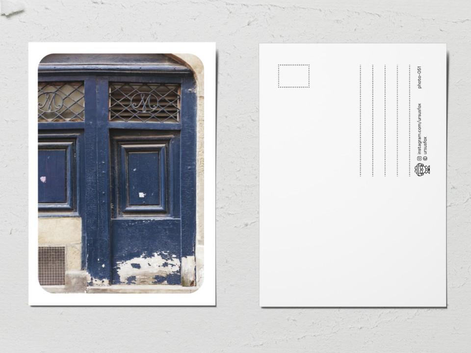 Авторская фото открытка «Двери мира»,  старая темно-синяя дверь