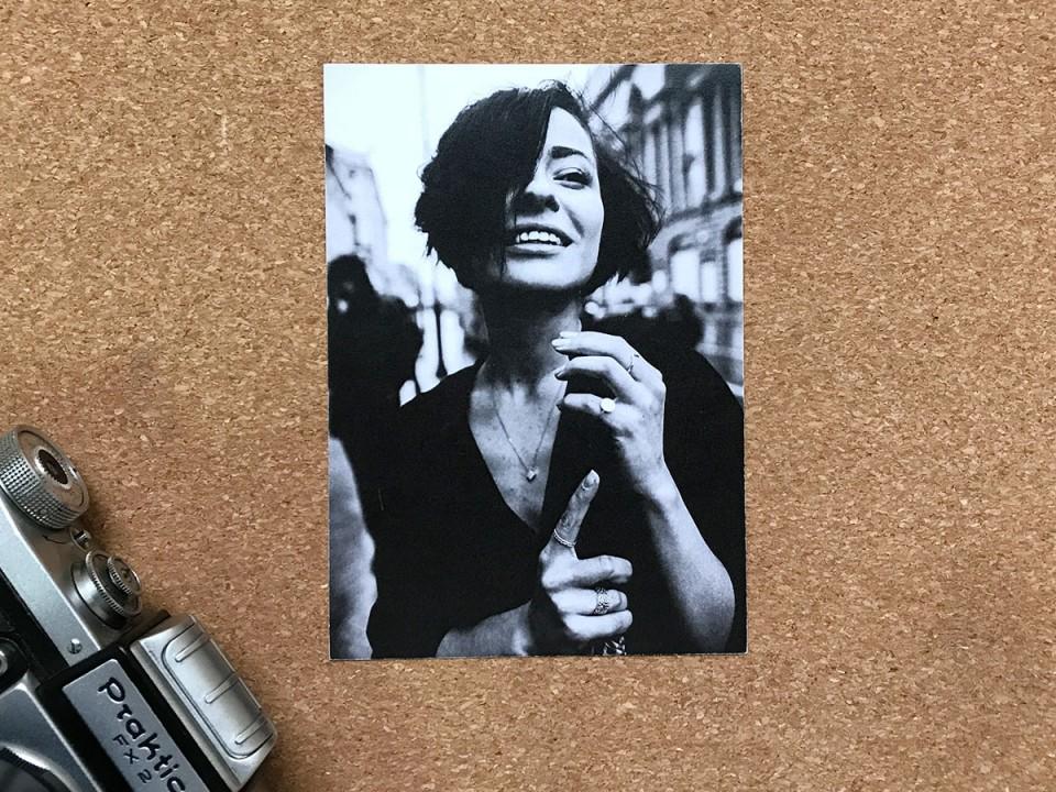 Почтовая фото открытка «Парижанка» для посткроссинга
