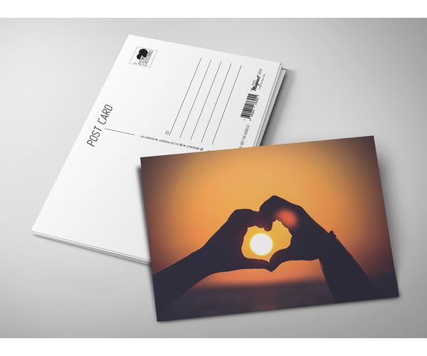 Открытка почтовая  «Сердце из рук на закате» для посткроссинга