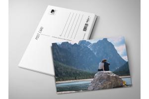 Почтовая открытка «Влюбленные на фоне гор и озера»