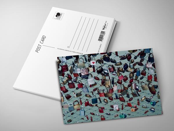 Почтовая открытка «Замочки влюбленных на заборе»