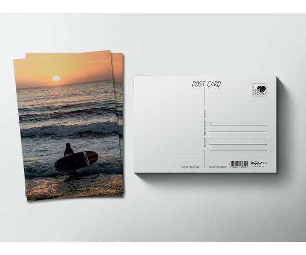 Открытка почтовая  «Серфингистка уходит в море на закате» для посткроссинга