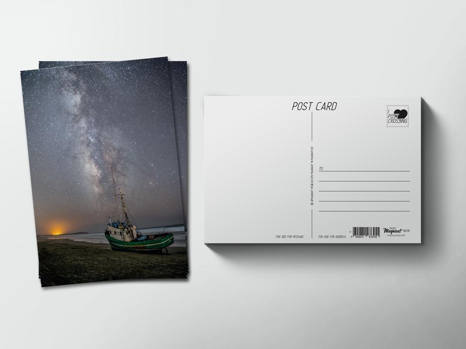 Почтовая открытка из коллекции для посткроссинга «Звездное небо на берегу с буксиром»